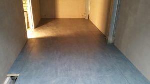 Vloer voltooid kleine ruimte